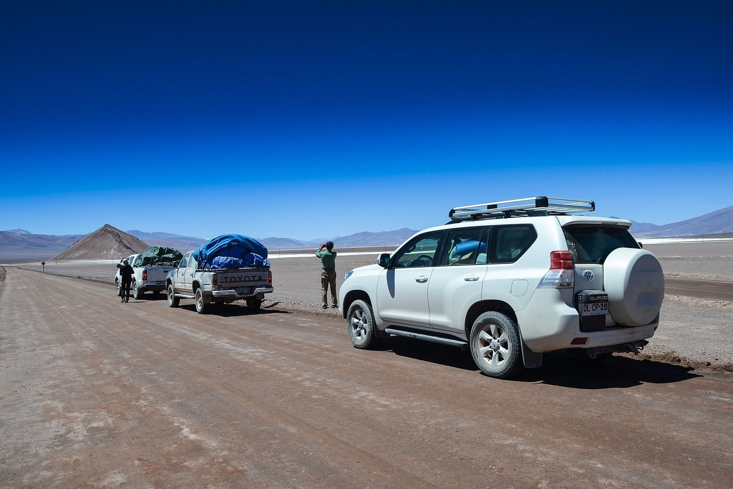 Team members and 4WD Vehicles on the way to the Ojos del Salado near Copiapo - Chile Montaña Expedition 2017.