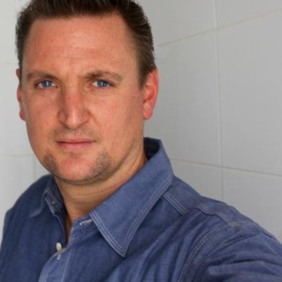headshot_tom van arman.jpg