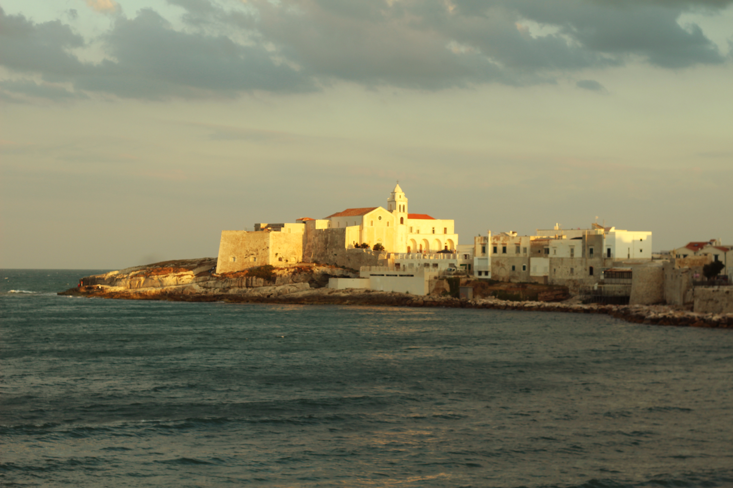 annaporter-adriatic-sea-vieste-italy-vacation-city-italia-vacanza.jpg