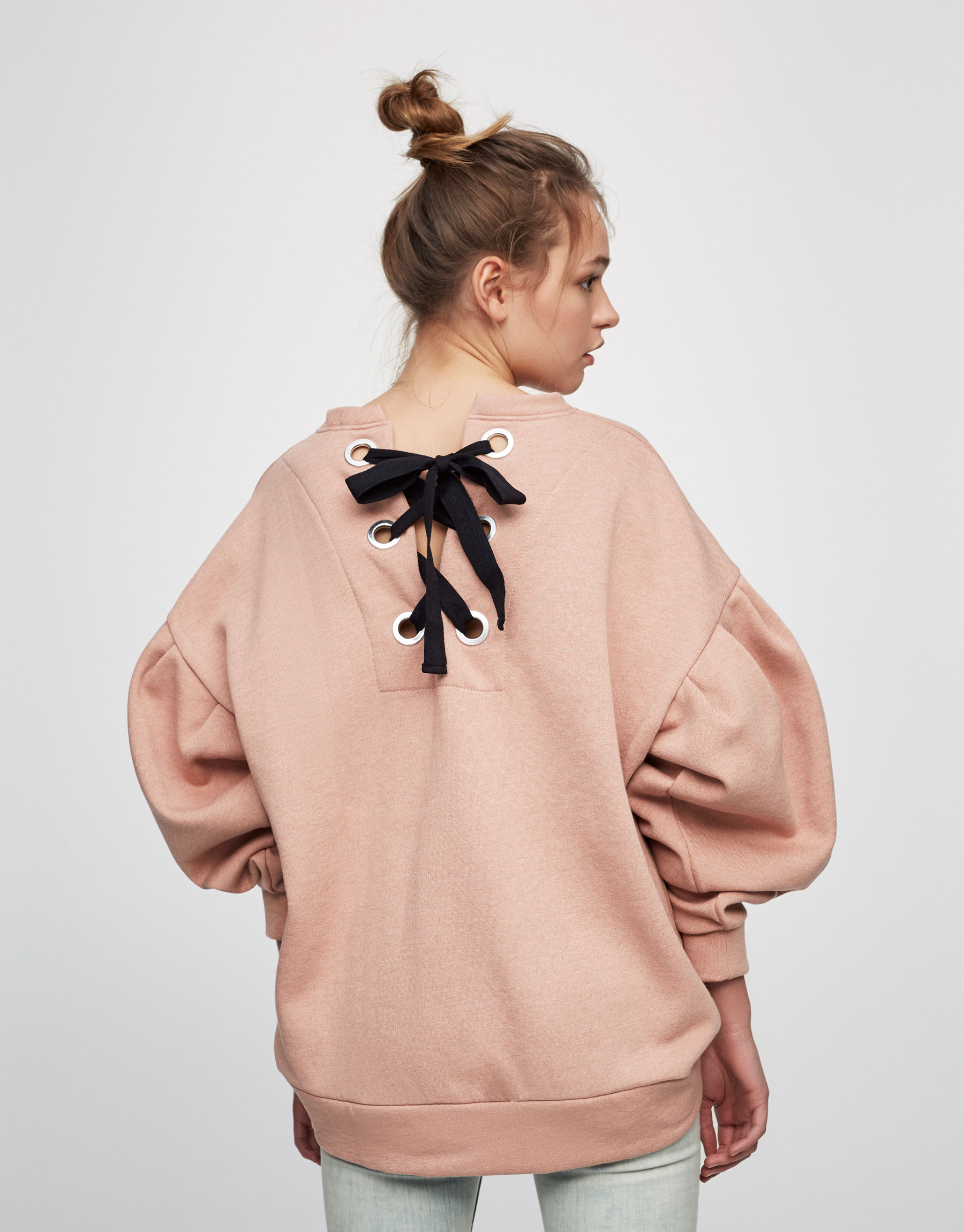 pullbear-sweatshirt-bows.jpg