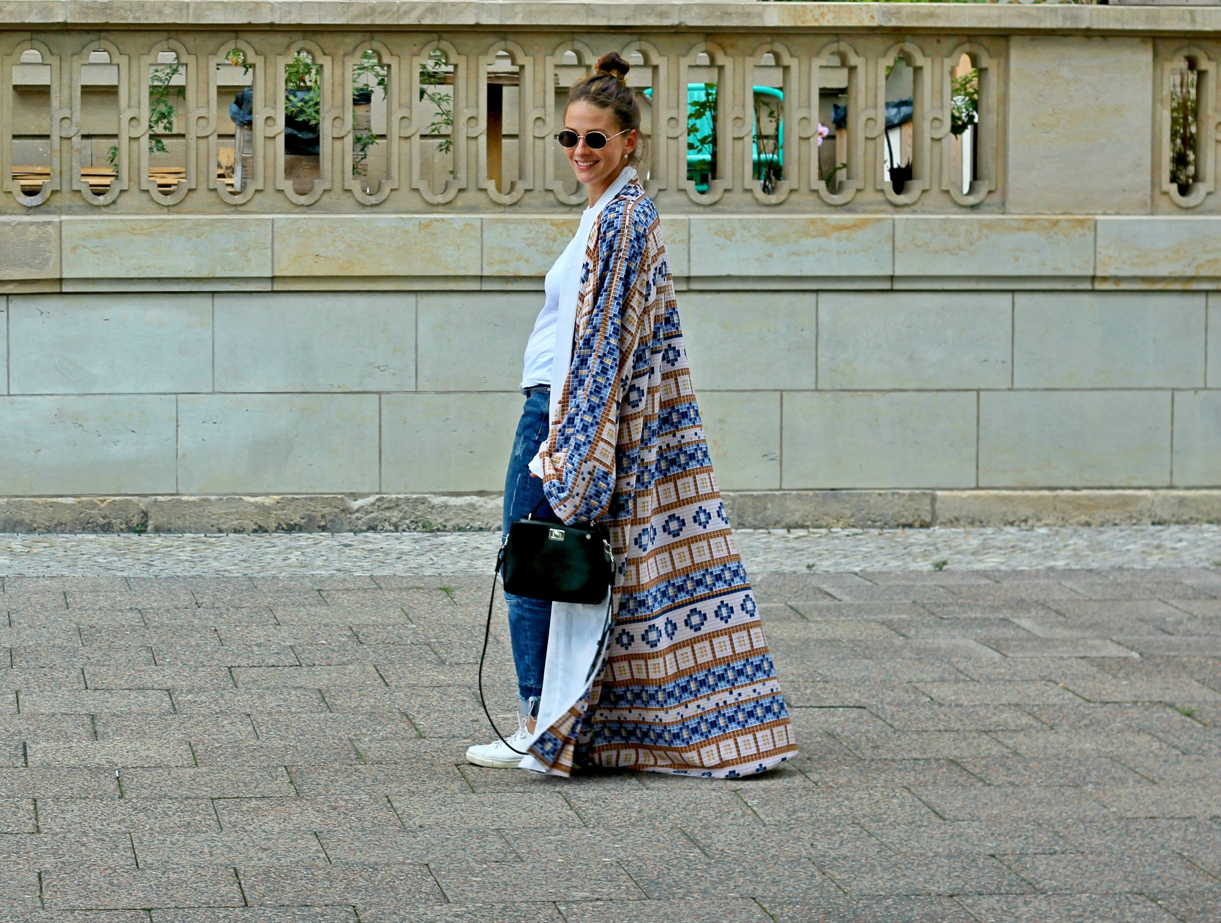 black-anaar-annaporter-kaftan-fashion-blogger-featured-img-1.jpg