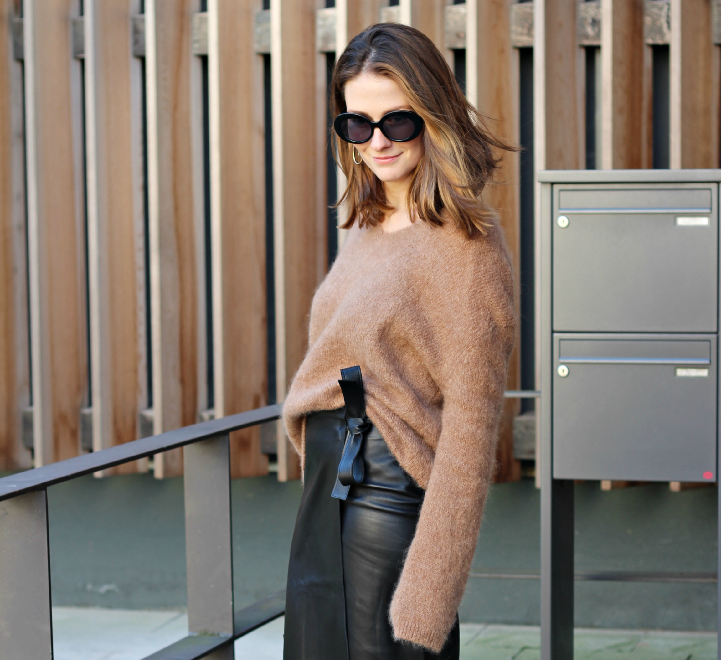 annaporter-camel-sweater-leather-skirt-hm-4-preview-pic.jpg
