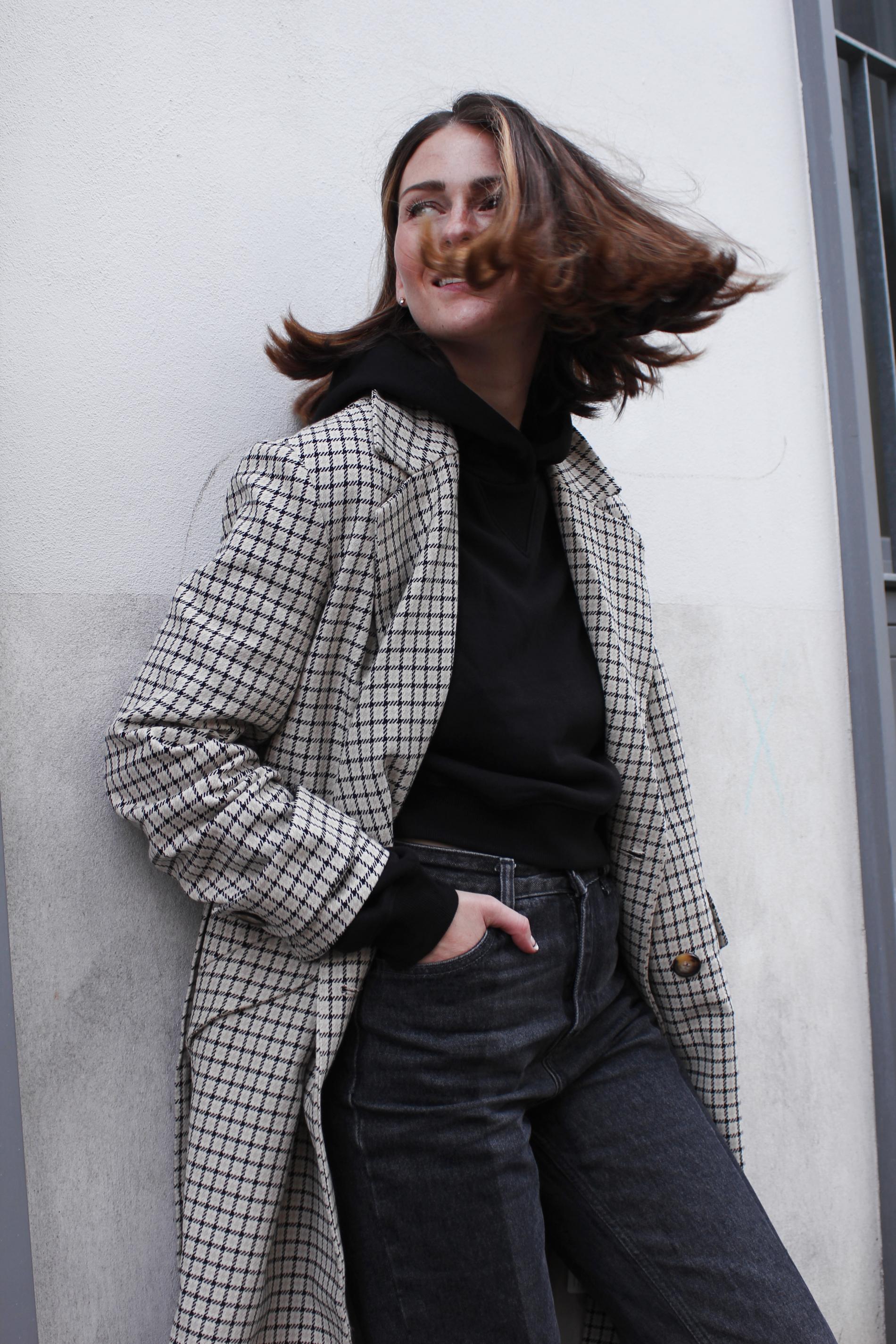 annaporter-checked-coat-hm-fashionblogger-portrait-2.jpg