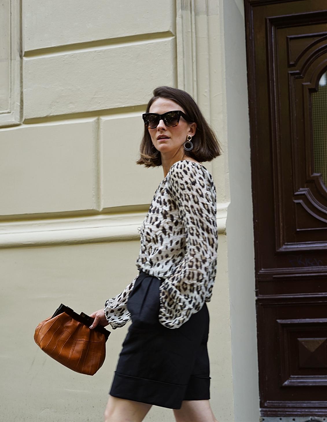 annaporter-leopard-print-bermuda-shorts (4).jpg