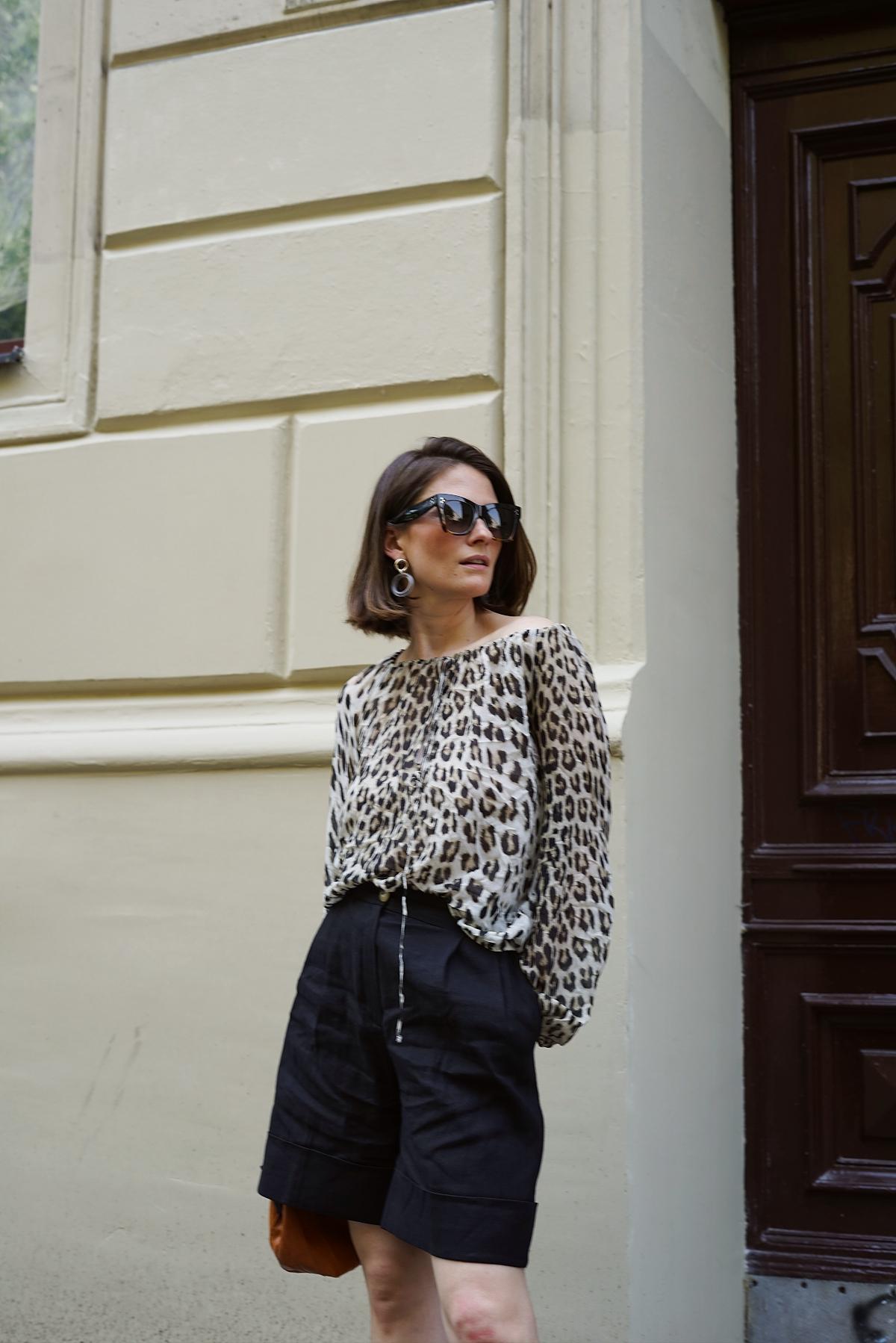 annaporter-leopard-print-bermuda-shorts