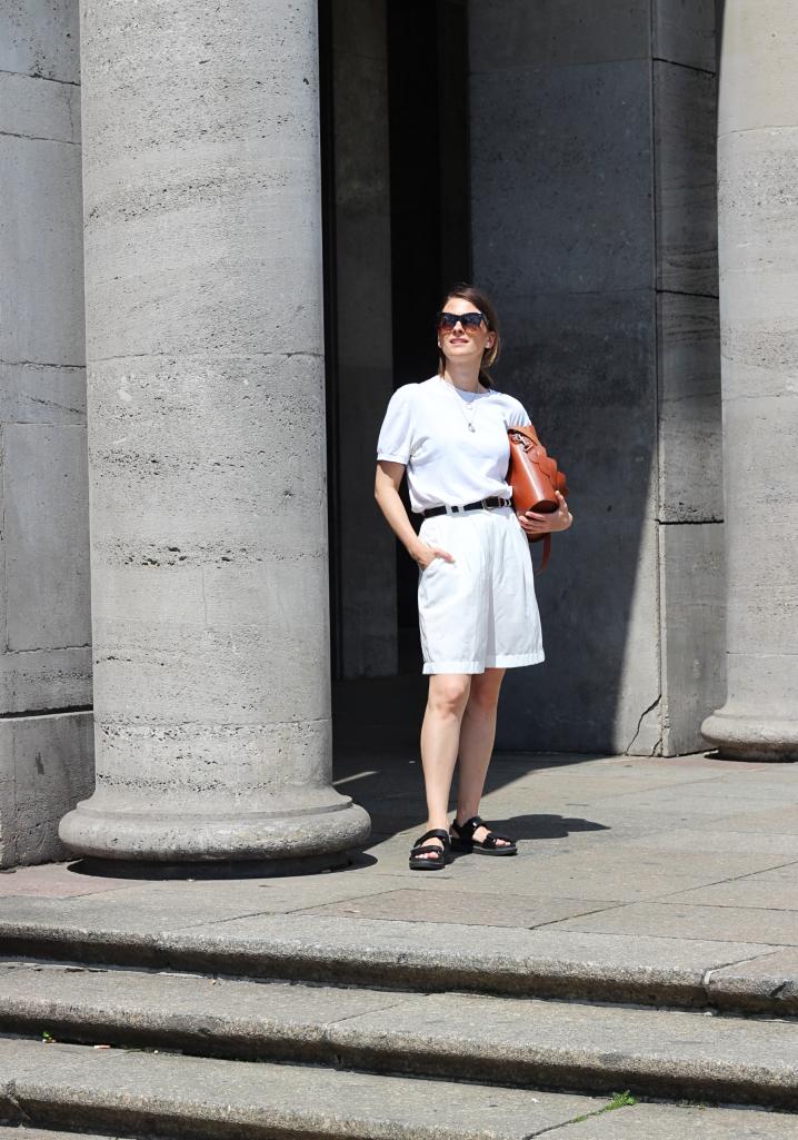 annaporter-totalwhite-bermuda-shorts (3).jpg