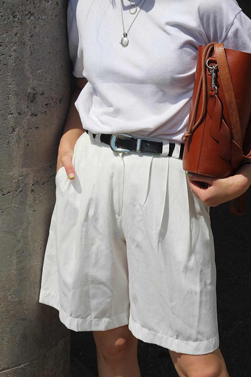 annaporter-totalwhite-bermuda-shorts (2).jpg