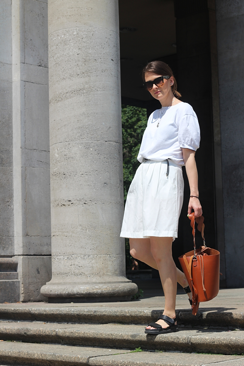 annaporter-totalwhite-bermuda-shorts (4).jpg