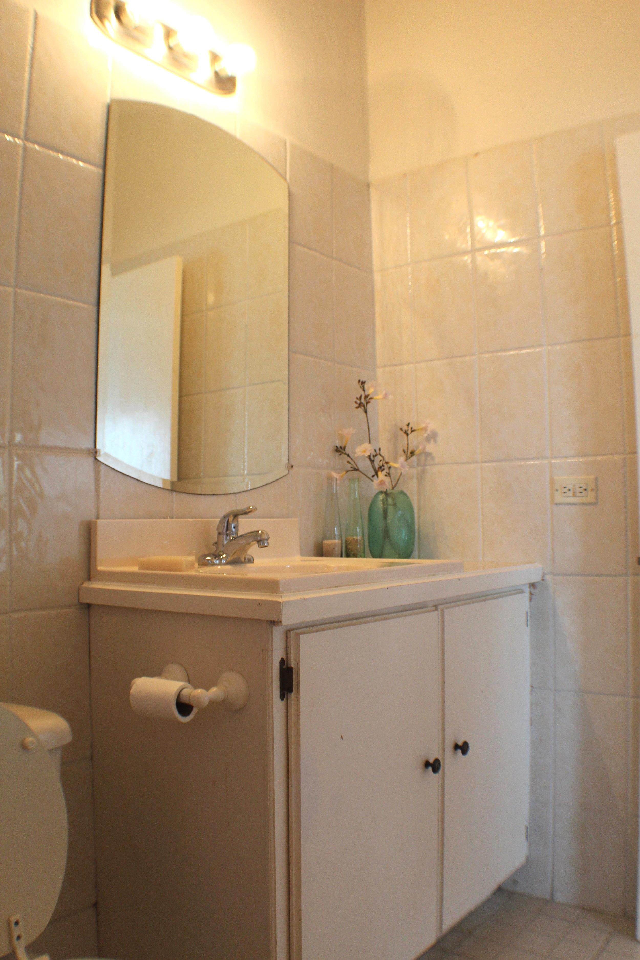 Upper Villa Master Bath - alt.jpg