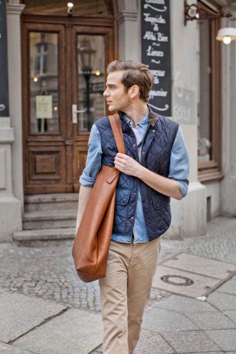 Produktfotograf Phil Meinwelt Taschen Fashion mit Models in Berlin1564.jpg