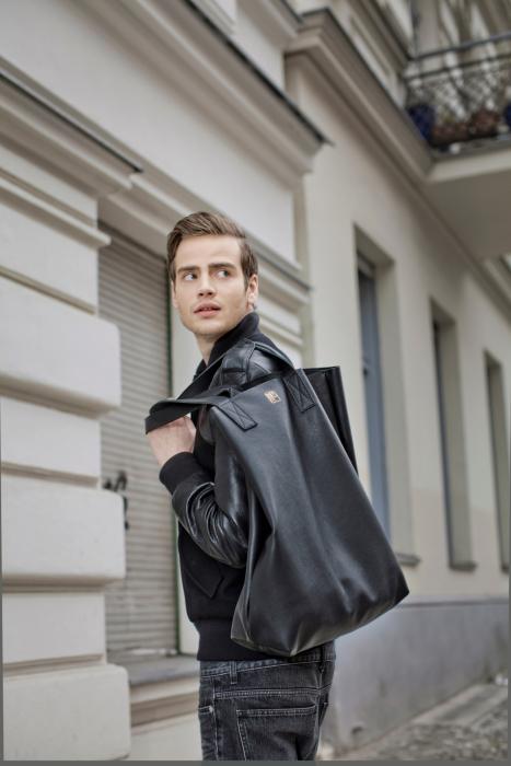 Produktfotograf Phil Meinwelt Taschen Fashion mit Models in Berlin1567.jpg