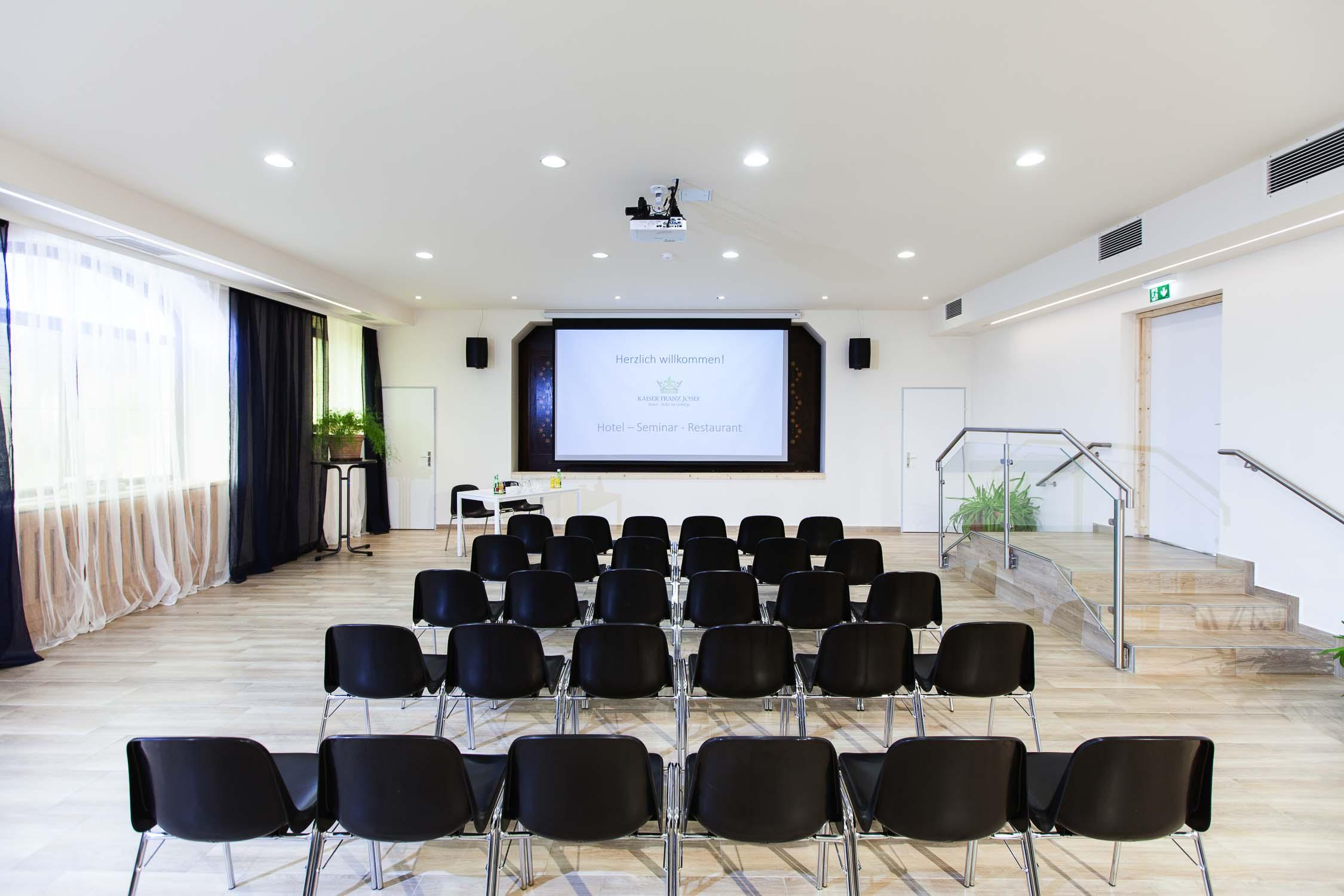 Hotelfotograf Businesshotel Konferenzraum mit Model Besprechungsraum0733-0103.jpg