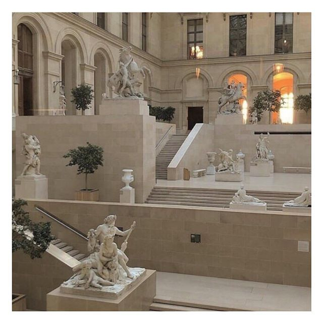 Lourve ✨ . . . #lourve #museum #paris #architecture #building #lifestyle #parisianstyle #vintagestyle #parisianchic #styledujour #theparisguru #detailsoftheday #simplebeyond #tenuedujour #vintagevibes #theparisianchique #laparisienne #lifestyleblogger #postfortheaesthetic #nofilter #vscocam
