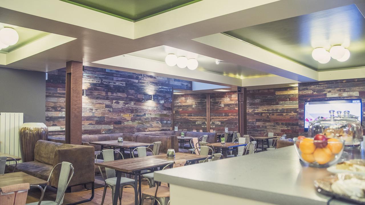 Lobby Area708-HDR.jpg