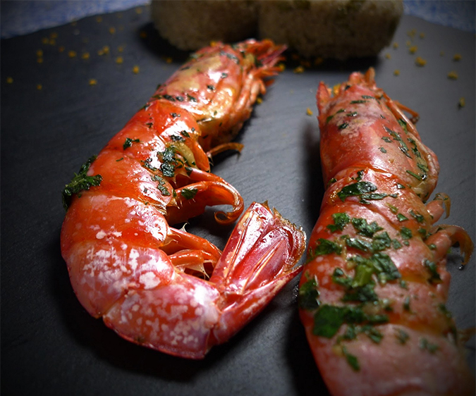 Baked Jumbo shrimps with green sauce