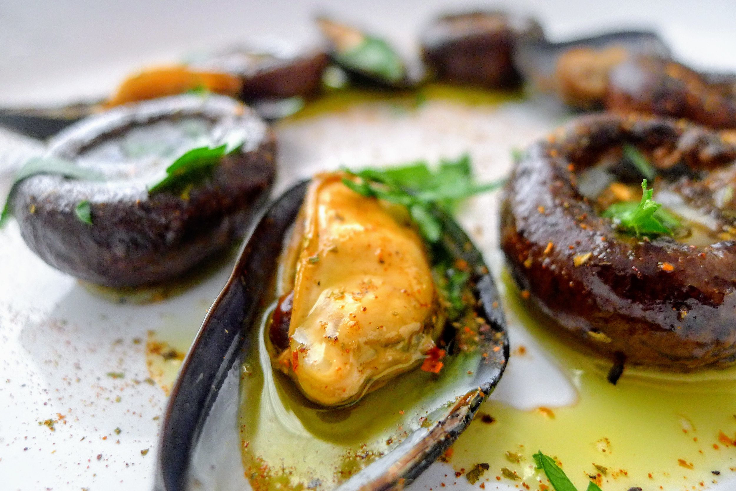 Steamed mussels with EVOO, Pepper, Paprika & Parsley