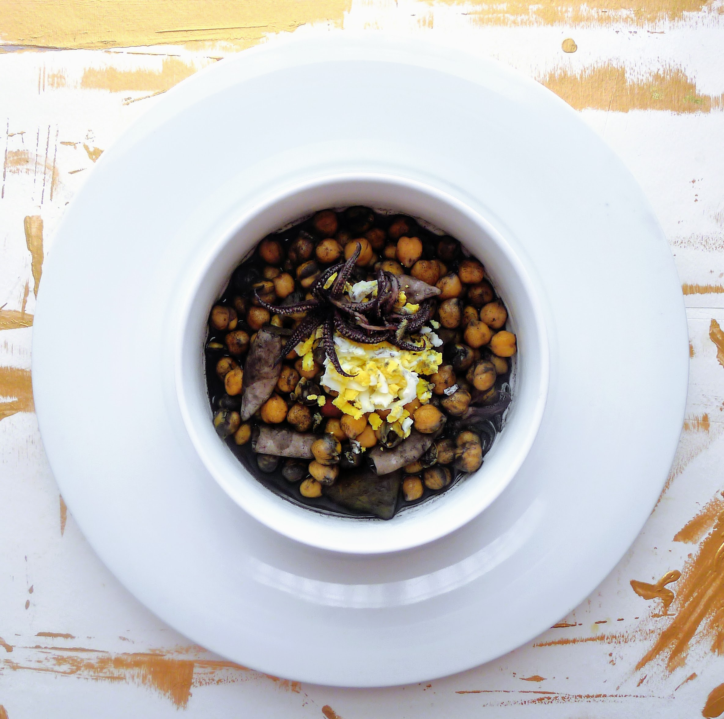 Chickpeas with Calamari in its own ink