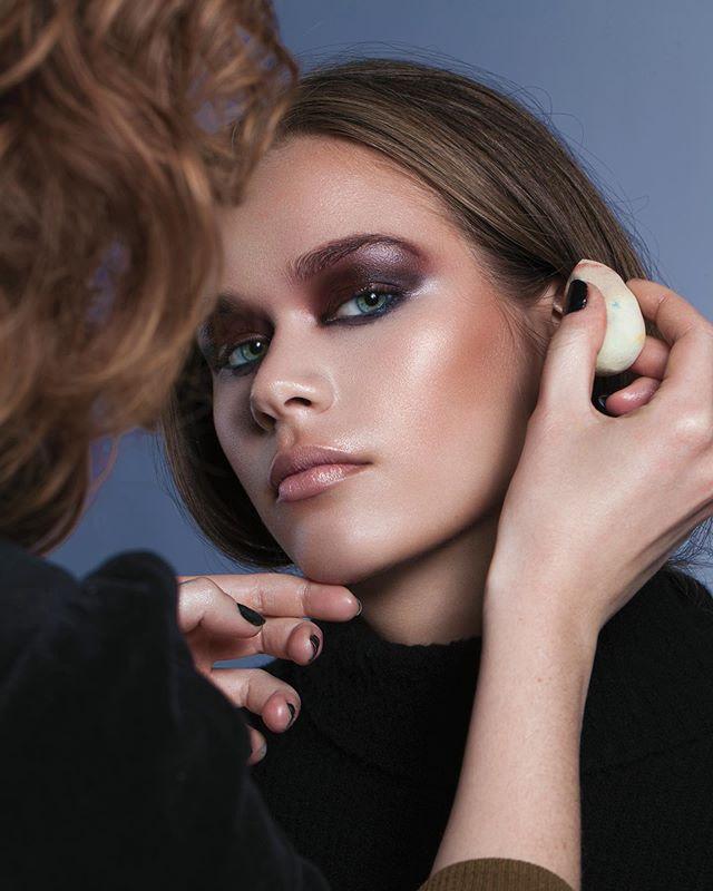 I'm baaaack 📸😇 — Model: @lirieo — Mua: @aniamake — #beauty #photography #model #modellife #femalemodel #beautymodel #makeup #makeuplook #pose #studio #canon