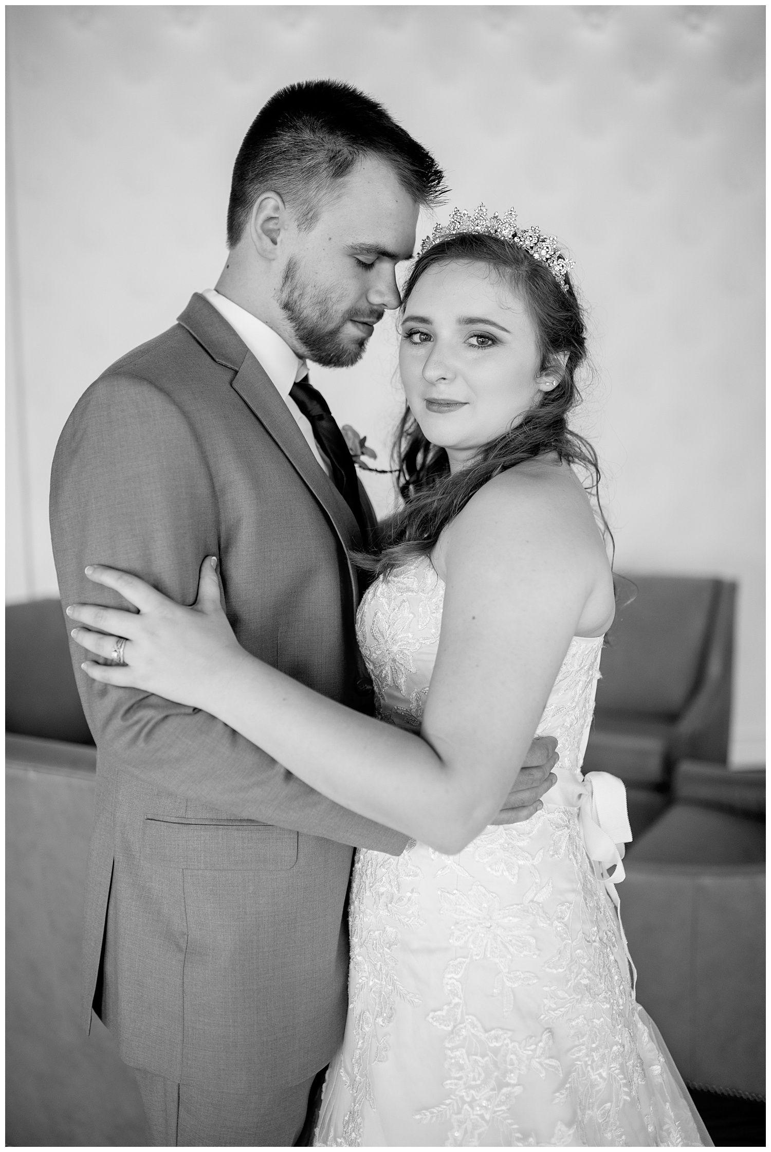 TheSmythCollective-Best-Cincinnati-Wedding-Photographer-Urban-Downtown-Covington-Wedding-02.jpg