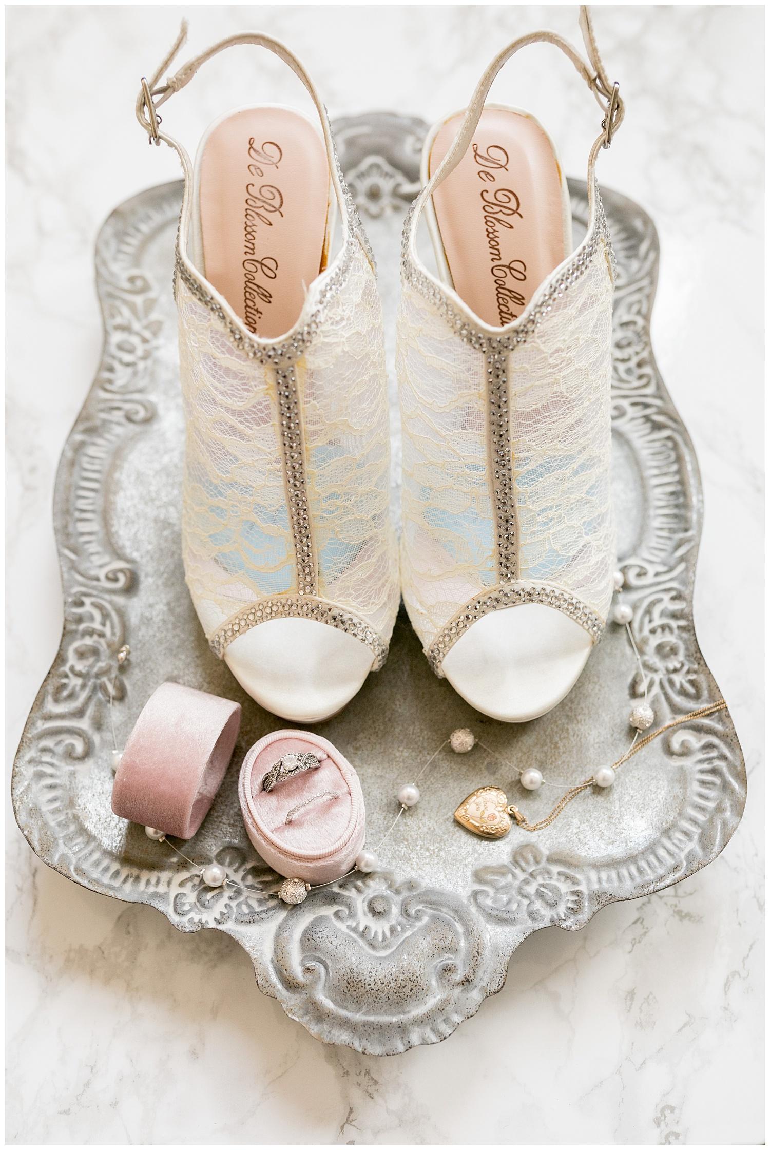 TheSmythCollective-Best-Cincinnati-Wedding-Photographer-Urban-Downtown-Covington-Wedding-03.jpg