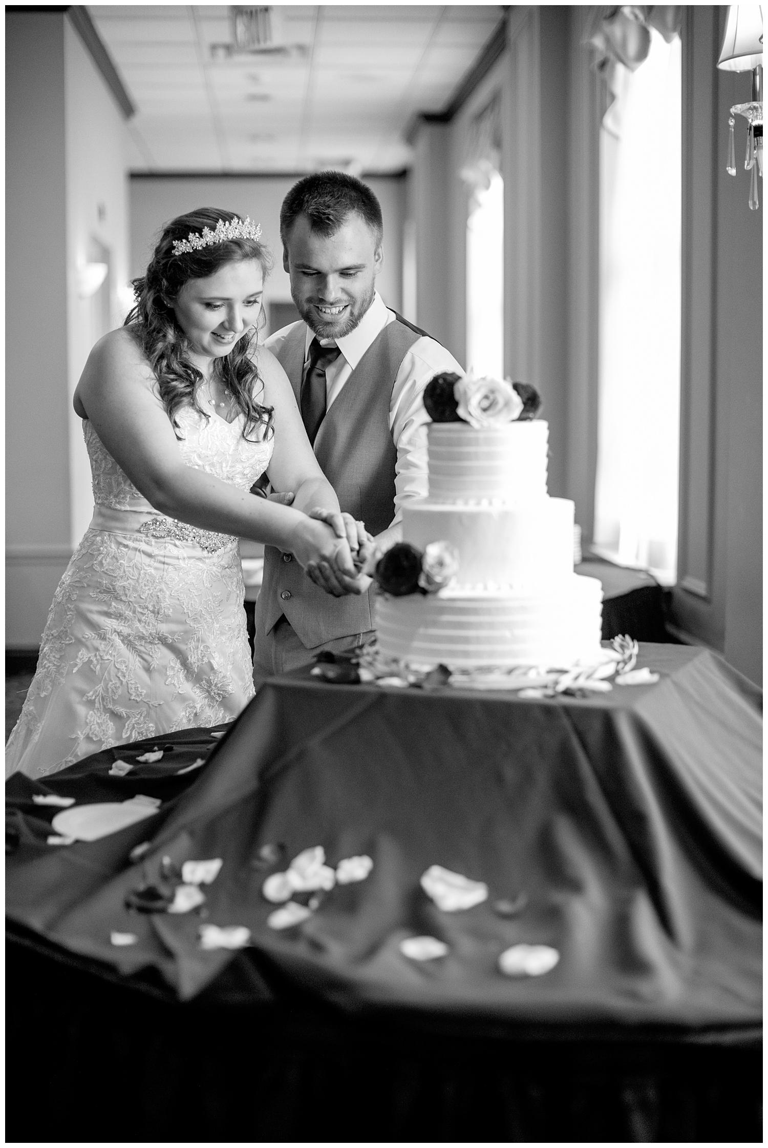 TheSmythCollective-Best-Cincinnati-Wedding-Photographer-Urban-Downtown-Covington-Wedding-27.jpg