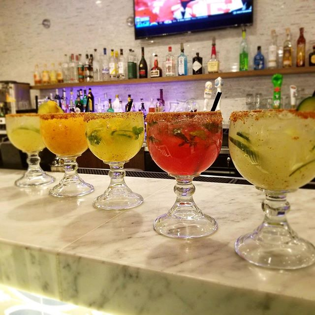 Margarita Mondays = $5 Margaritas ALL NIGHT LONG at Bistec Bar and Grill! Don't miss out! 👏 . . . #mexicangrill #eatchicago #foodie #lincolnparkchicago #mexicanfood #chicagofood #chicagodrinks #drinks #yummy #happyhour #chicagofoodanddrink #drinkchicago #bistecbargrill #monday #weekdaydrinks #mondaymargaritas #margarita #margaritamonday