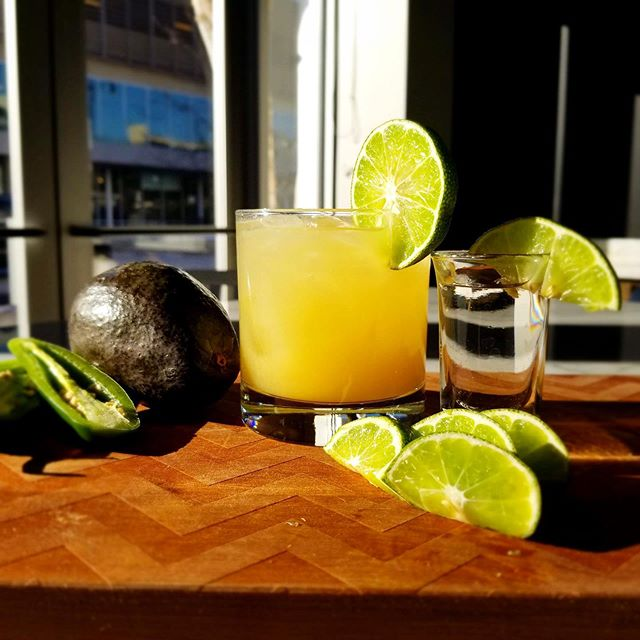The first day of Autumn 🍁 happened to fall 🍂 on #MargaritaMonday! 🍹 #Celebrate with $5 margs all night long! . . . #margaritas #margs #margarita #fall #firstdayoffall #autumnvibes🍁 #autumn #autumninchicago #fallinchicago  #bistecbargrill #bistec #mexicanfood #drinkchicago #eatchicago #lincolnparkchicago #chicago #chitown #mexicandrinks #tequila #mondaymood