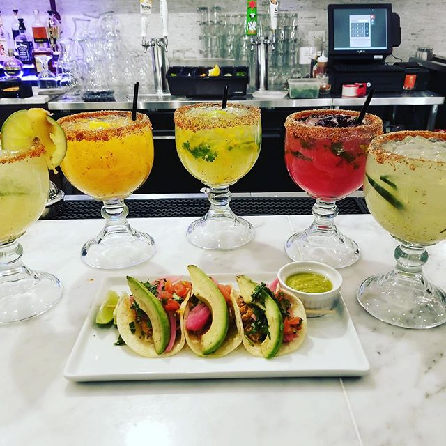 $5 Margaritas all night! And don't forget, spend $20 or more and get a FREE appetizer! What better way to say goodbye to #September? . . . . #margaritas #margs #margarita #fall #october #byeseptember #autumnvibes🍁 #autumn #autumninchicago #fallinchicago  #bistecbargrill #bistec #mexicanfood #drinkchicago #eatchicago #lincolnparkchicago #chicago #chitown #mexicandrinks #tequila #mondaymood #margaritaville