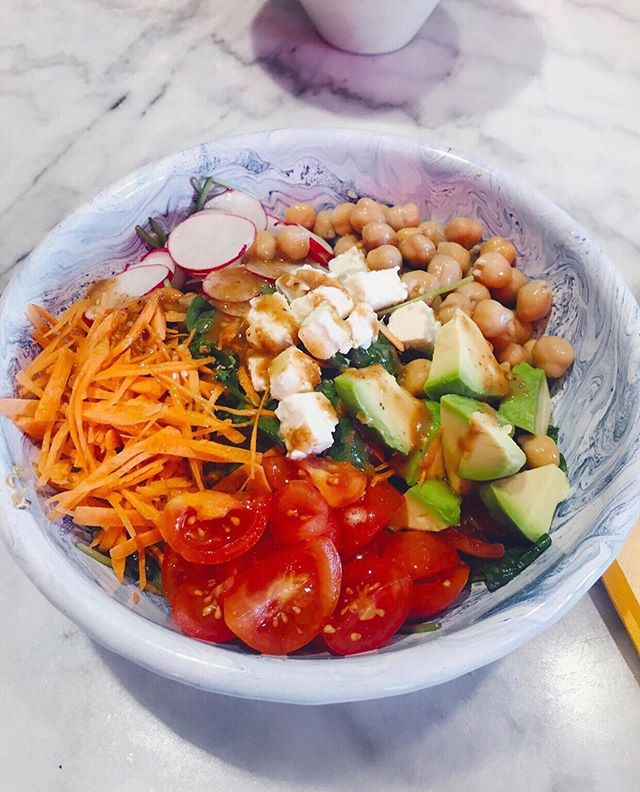 How to get an healthy and balanced lunch? Come to @acaisistersmilano and take your #BuddhaBowl🥙. #Açaísisters #MilanSuperFood #SuperFood #Milan