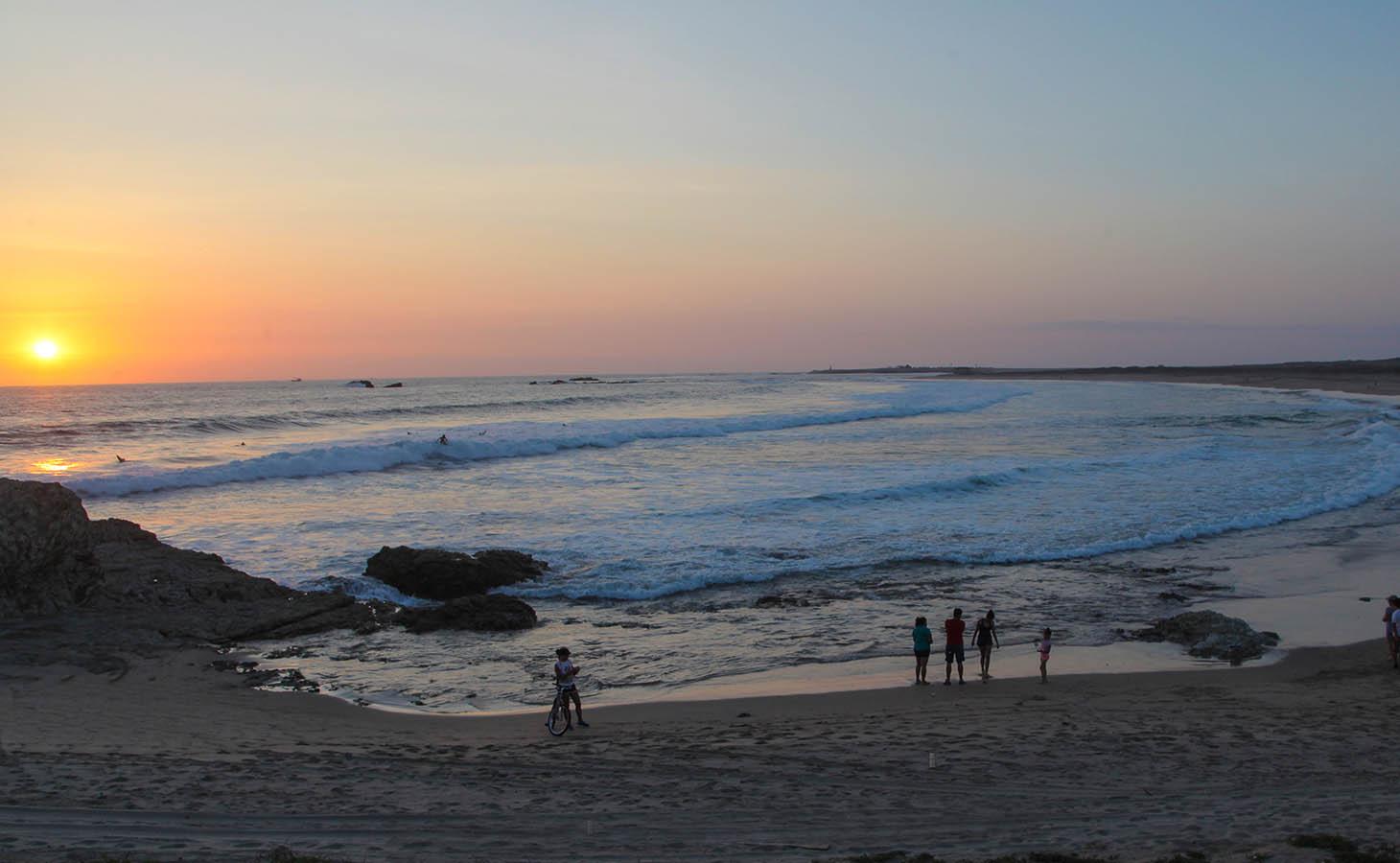 Salinas Beach Ecuador1.jpg