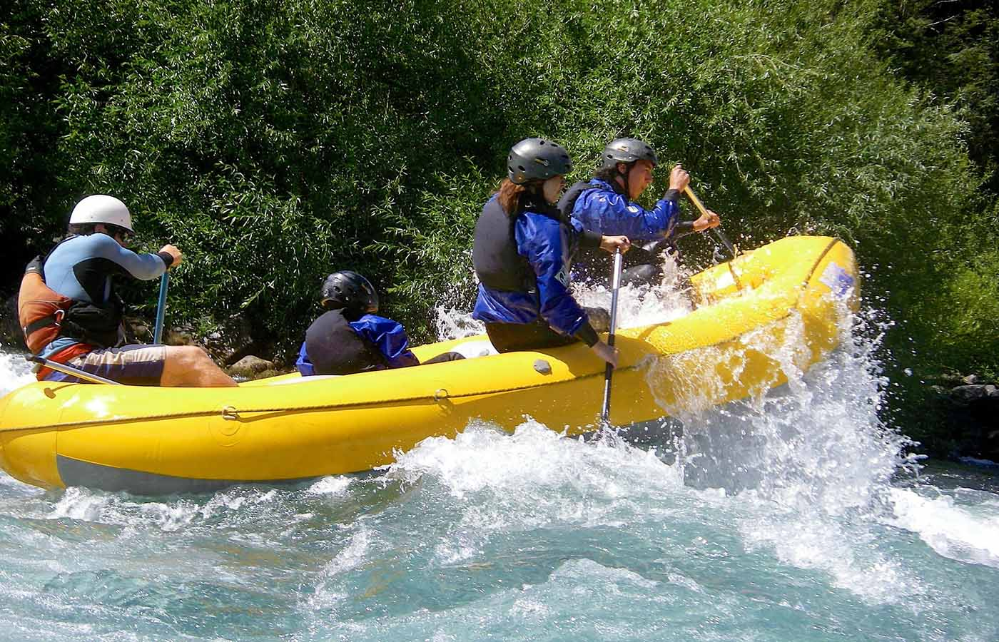 Paute - If you are more of a beginner to white-water rafting, then this is the tour for you. This tour takes place in the Ecuadorian Austro and allows rafters to admire and enjoy the diverse landscapes of the mountains, forests, and agriculture. This is one of the safest and quietest runs of this sport in Ecuador. Recommended time: all year. Degree of difficulty: Low – Medium.