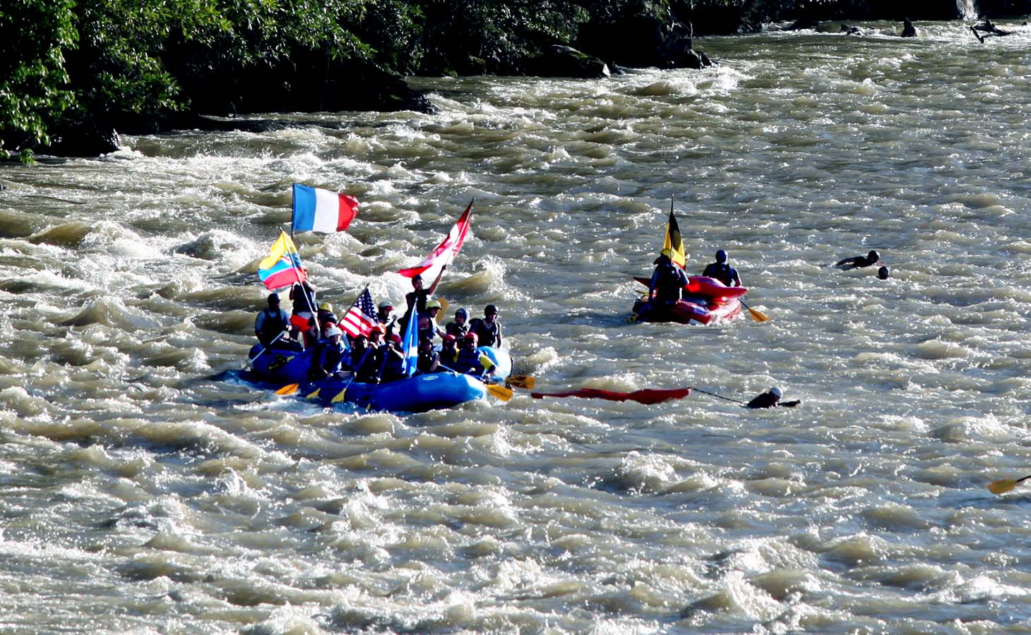 Jatunyacu - This river is one of the most famous and popular rivers for rafting in the Amazon. It offers a perfect combination of exciting waters between rapids and breaks. If you are looking for a popular and well-liked run, that includes ample break time this is the river for you. Period: All year. Difficulty: Medium.