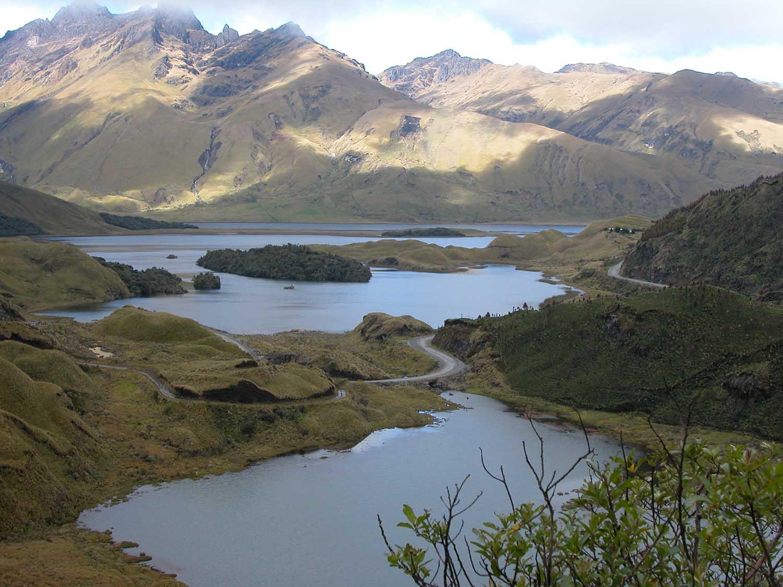 Altillo Lagoon Ecuador.jpg