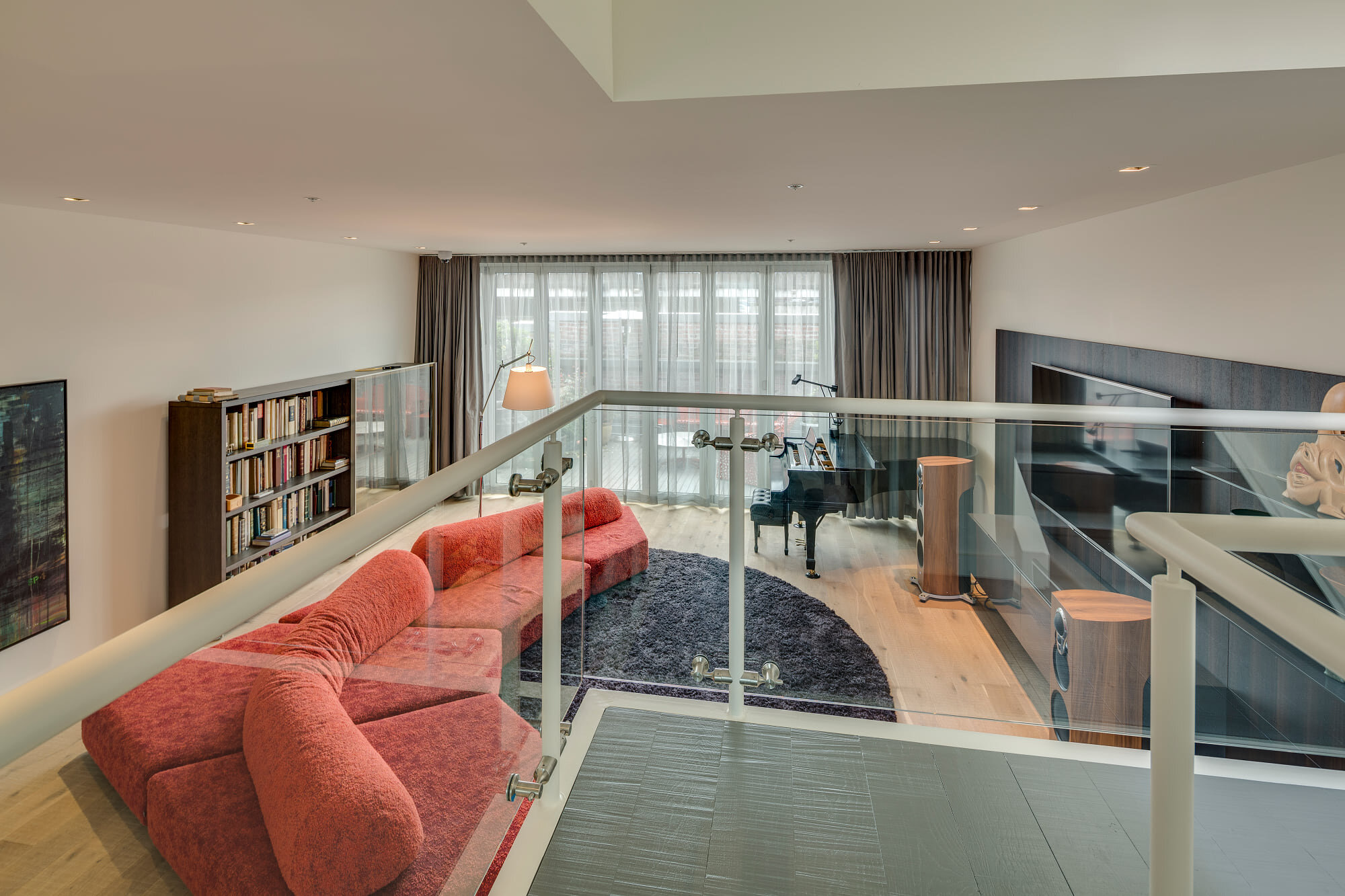 wsi-imageoptim-Modern-livingroom-apt-Vancouver.jpg