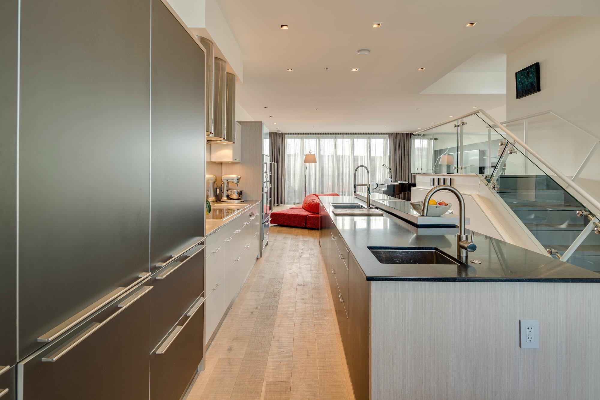 wsi-imageoptim-Modern-Vancouver-kitchen-apt-reno.jpg