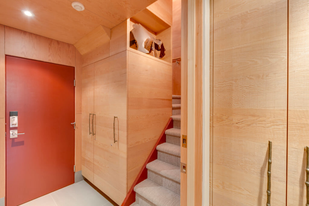 wsi-imageoptim-Entryway-into-apartment-Whistler.jpg