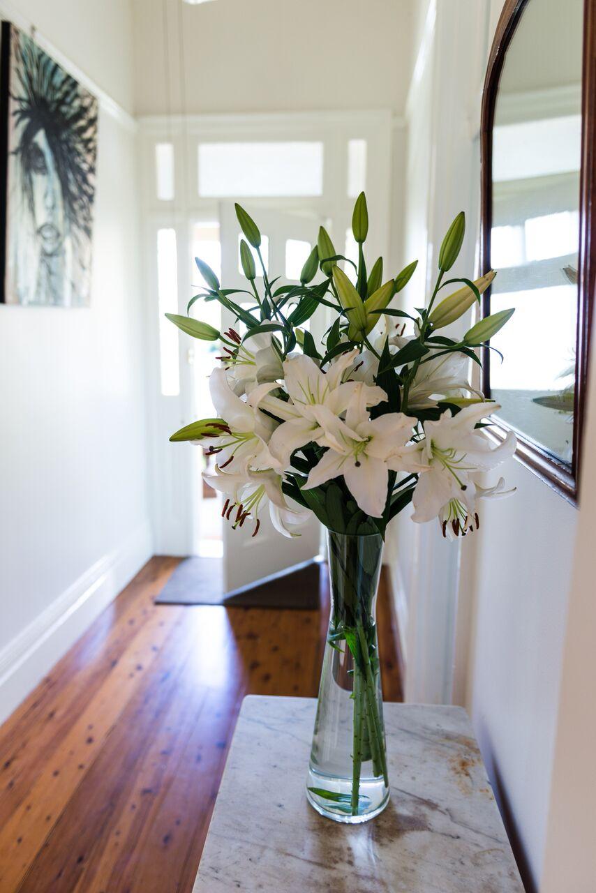 DL Hallway vase.jpg