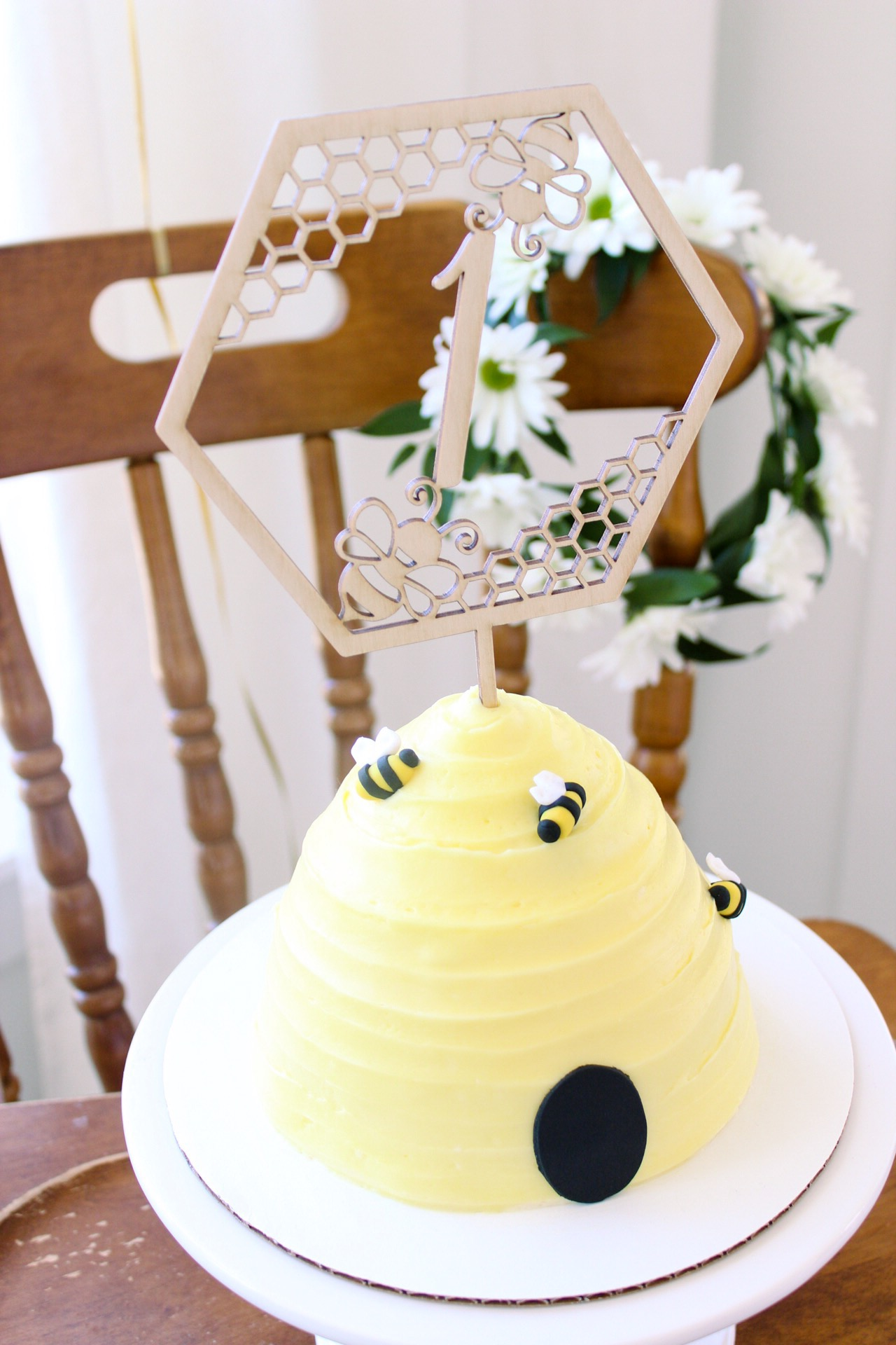 The honeybee cake was almost too pretty to smash! Baby Logan seemed to think otherwise (see below).