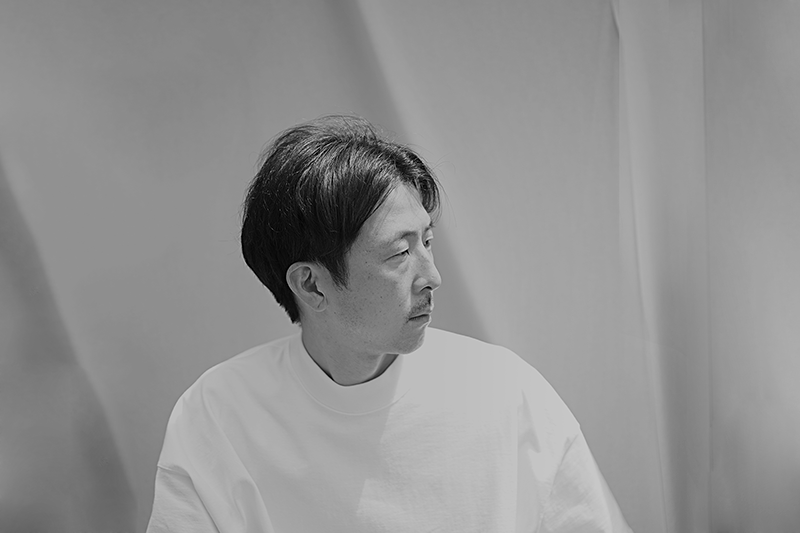 Naoki Fukuda - Learned basics of engraving techniques from one of the best traditional craftsmen in Japan.He then moved to Europe to study British, French and Spanish architectural styles, culture and arts. After involving in designs and works for multiple collection brands, in 2007 he established his own collection Gardel.