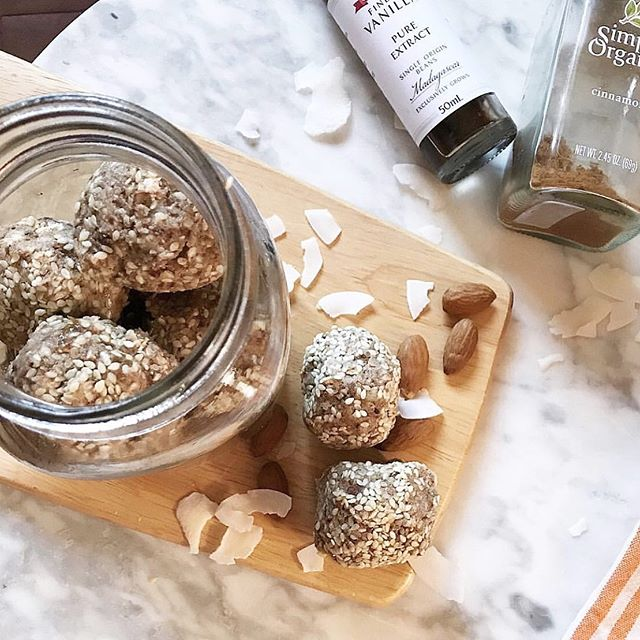 . —— Banana energy balls —— - - - - These balls are the perfect pre workout snack or a little bite of goodness to have with your afternoon coffee ☕️... based on bananas, nuts, coconut and oats these have to be one of our favourite go to snacks with 85 cal per ball.  DM @ashthomo_nutrition for recipe follow her for more great nutrition tips. - - 📷 @ashthomo_nutrition  #HealthyNation #Pt #Education #Fitness #Trainer #Australia #PTstudy #Lifestyle #FitnessEducation #Nutrition #HealthyLifestyle #PersonalTrainer #Health #Onlinestudy #HN #wellness #HealthCoach RTO 45428