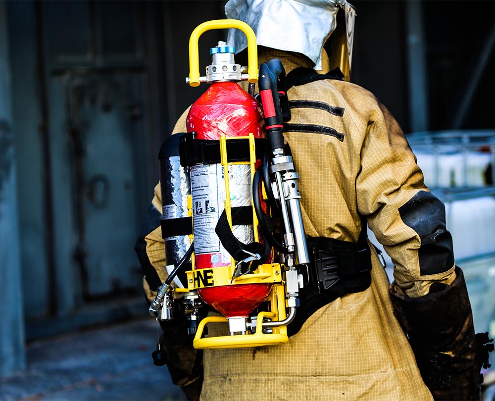 HNE_VARIO_9_Carbon_fireman_back.png