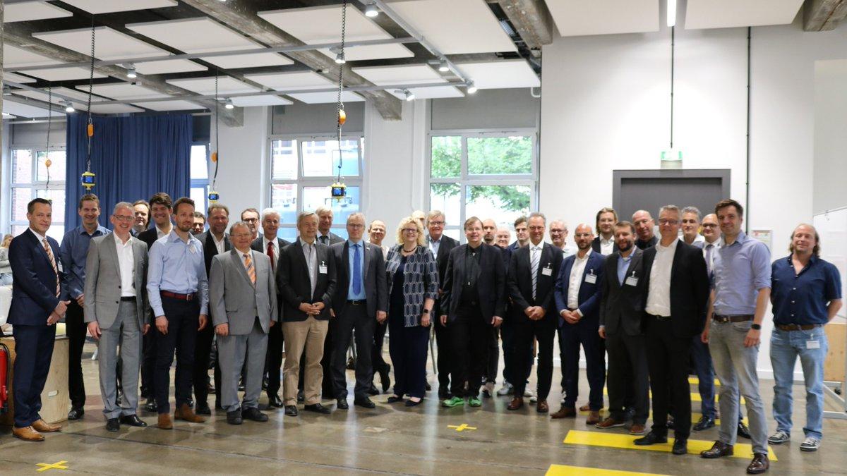 """""""Check box ticked! Das Werner-von-Siemens Centre for Industry and Science ist ab heute offiziell als gemeinnütziger e.V. unterwegs. Der rechtliche Rahmen ist nun gesteckt, jetzt machen wir noch die letzte Etappe in Sachen Förderanträge gemeinsam mit   @PR_IBB  ,   @SenWiEnBe  !""""  -  Siemens"""