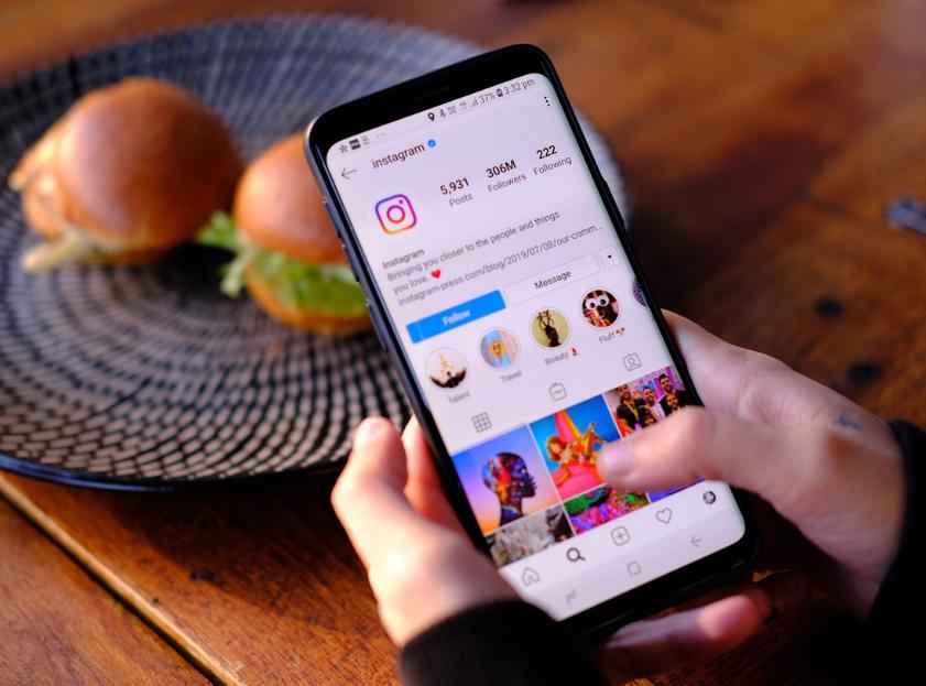 Instagram & Burger.png
