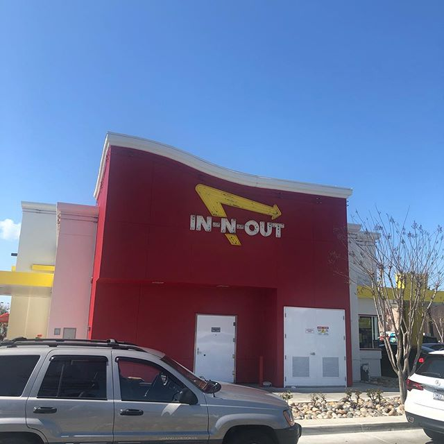 #inandoutburger   What are you doing this weekend? . . #santaclara #siliconvalley #food #foodporn #burger #sanfrancisco #weekendgetaway #weekendtrips #roadtrip #usa #california #hwy1