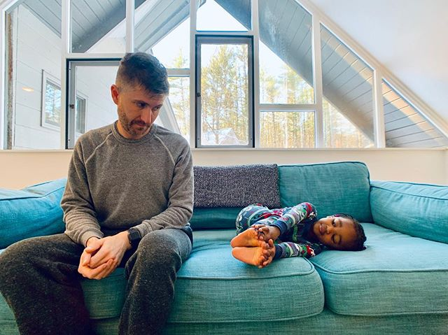 #mood! ———————————————————————— 📸: 25 December 2018 * * * * #dad #gay #pride #gayswithkids #gaydads #gayparents #gaystagram #husbands #gaysofinstagram #lovemakesafamily #gaydad #guncle #lgbtfamilies #loveislove #instalove #interracialfamily #ellenratemybaby #dadlife #fatherhood #dadswithcameras #daddylife #dadsofinstagram #superdad #fitdad #2dads #dads #vermontchristmas #vermont #airbnbhost