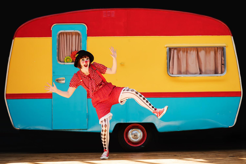 clown_caravan_1500.jpg