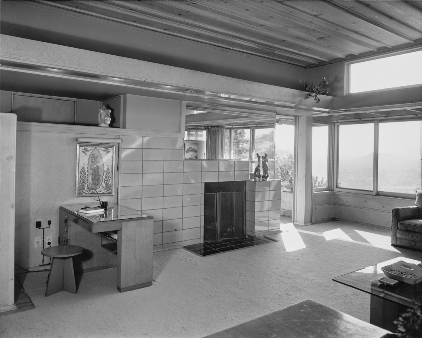 Living room inside one of the Manola Court apartments, photographed by Julius Shulman in 1938.