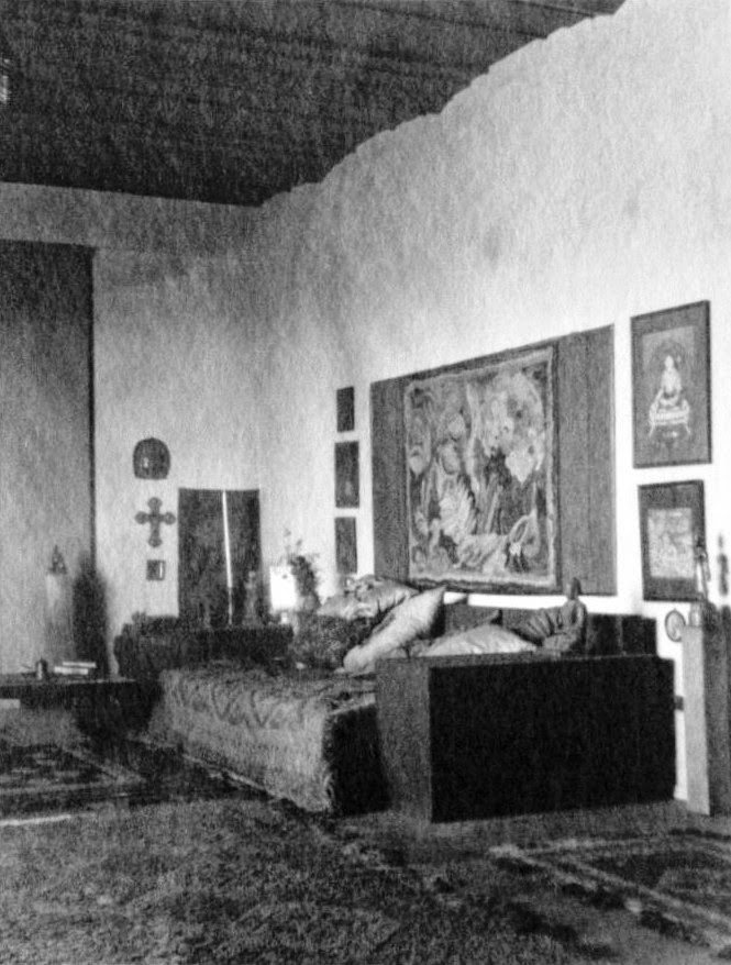Archival photo of the living room of the Penthouse at Manola Court, facing towards the fireplace and bedroom. The Batik wall hanging, area rug and decorative objects were made by Herman Sachs, the furniture by Schindler. Photo courtesy of Stephen Clauser, handler of the Pasquale Giovanni Napolitano estate.