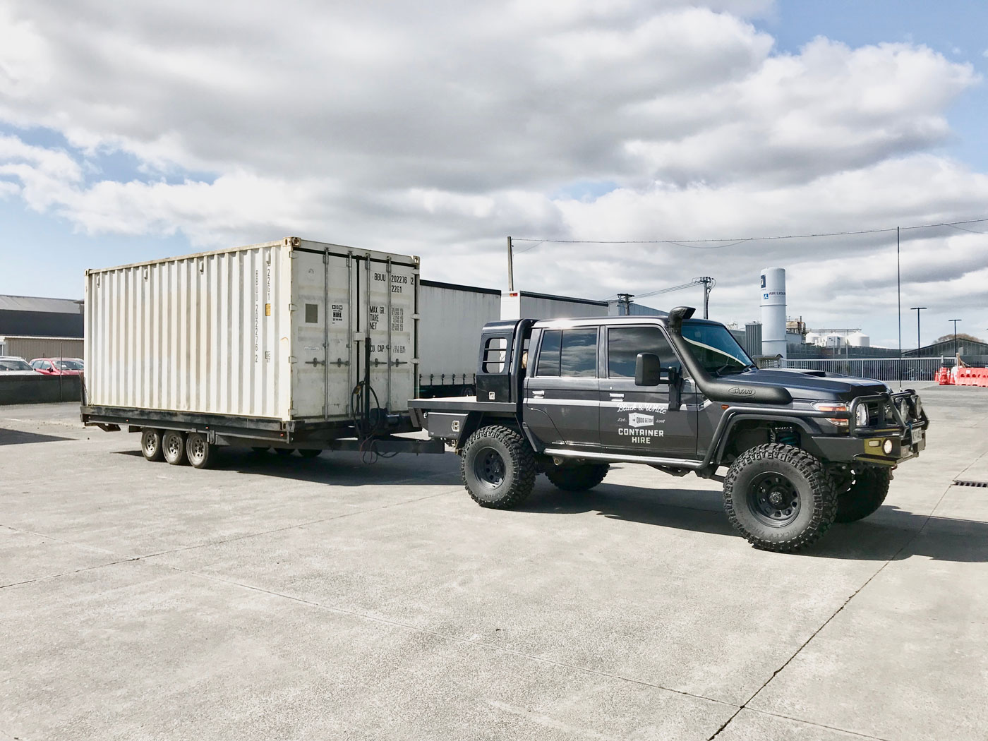 Black_and_White_Container_Hire_Transport_Auckland_Truck1_Web.jpg
