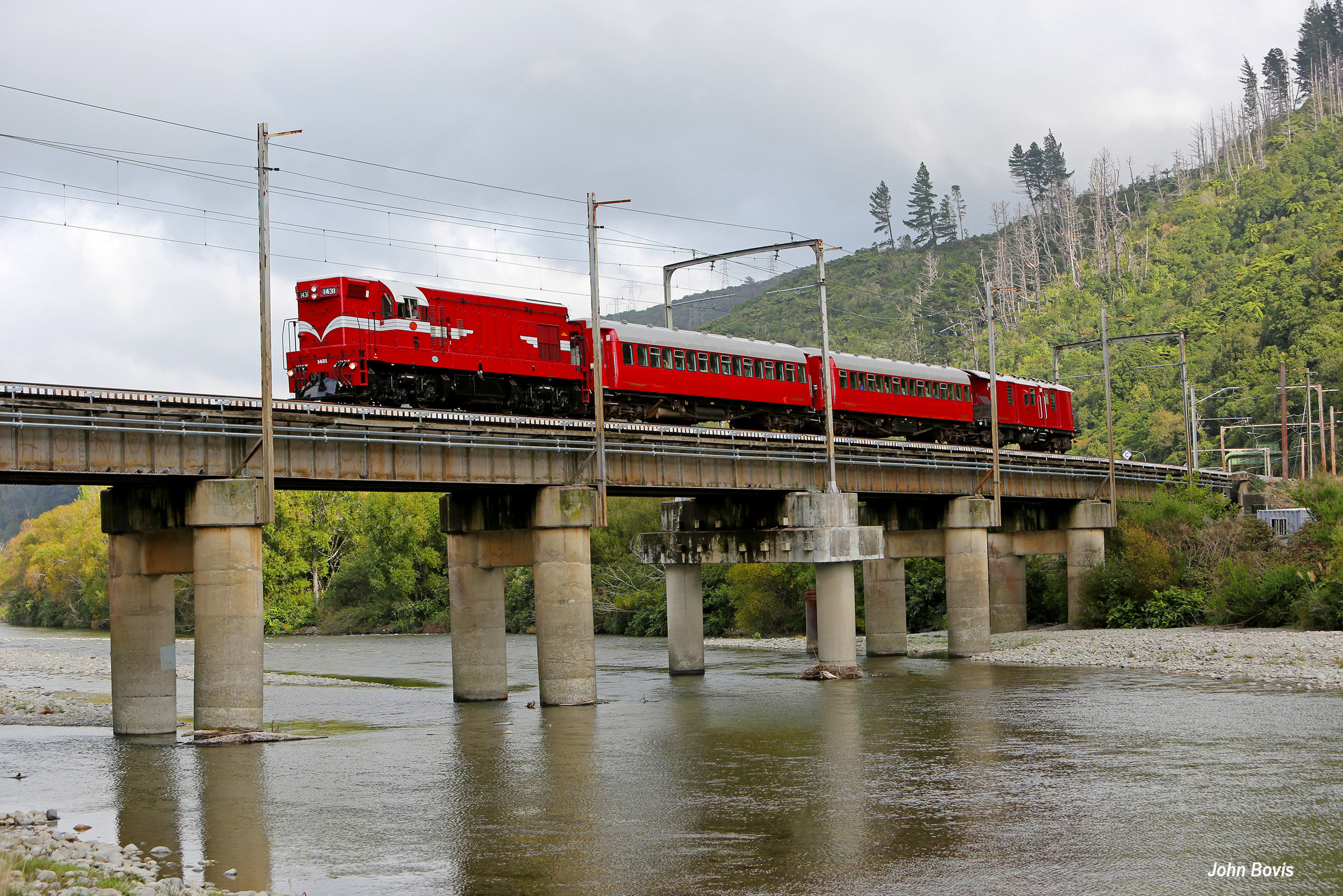 N34A8079 Sstream bridge.jpg